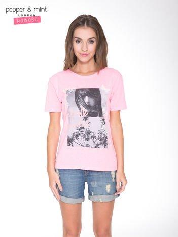 Różowy t-shirt z romantycznym nadrukiem dziewczyny