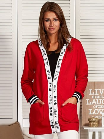 Rozpinana bluza z kapturem i ozdobną taśmą czerwona