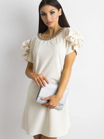 SCANDEZZA Beżowa elegancka sukienka z aplikacją