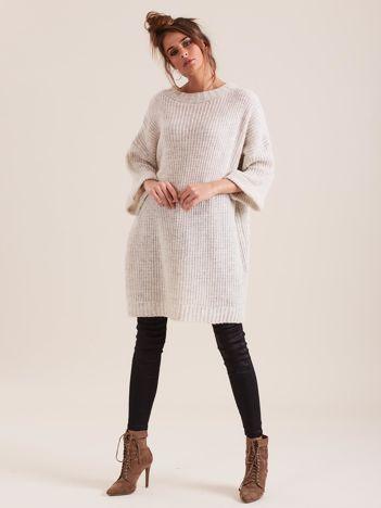 SCANDEZZA Beżowy długi sweter z dzianiny