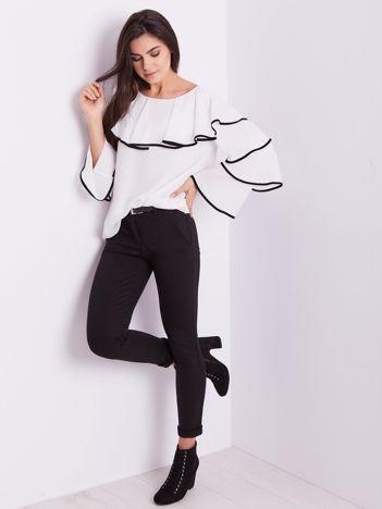 SCANDEZZA Biała bluzka z falbanami