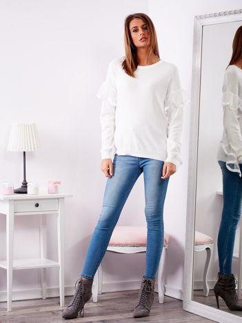 SCANDEZZA Biały sweter z falbankami