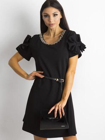 SCANDEZZA Czarna elegancka sukienka z aplikacją