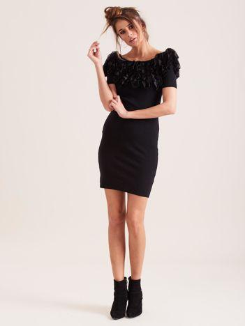 SCANDEZZA Czarna sukienka tuba z falbankami