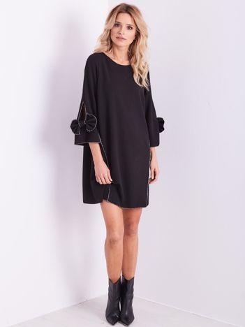 SCANDEZZA Czarna sukienka z kokardami na rękawach