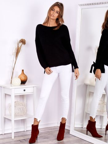 SCANDEZZA Czarny sweter oversize z surowym dekoltem