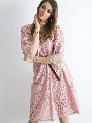 SCANDEZZA Jasnoróżowa sukienka z kwiatowymi wzorami
