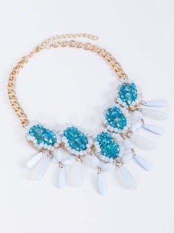 e3ad0b965b1f70 Sukienka jasnoniebieska z naszyjnikiem i podwijanymi rękawami ...