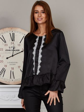 Satynowa bluzka z ozdobną koronką czarna