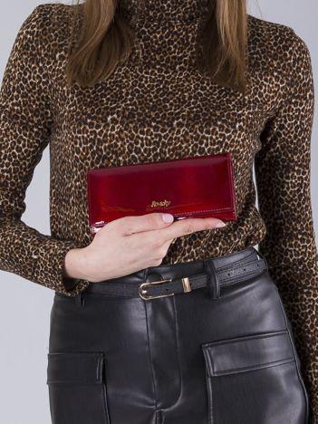 Skórzany lakierowany portfel czerwony