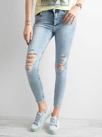 Spodnie ankle jeans z dziurami niebieskie
