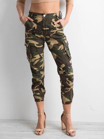 Spodnie cargo w militarne wzory