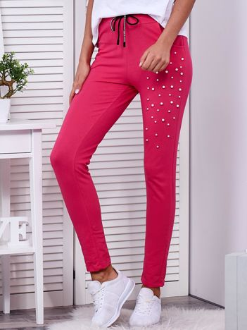 Spodnie dresowe ciemnoróżowe z aplikacją z perełek