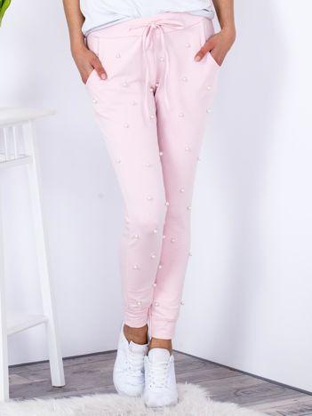 Spodnie dresowe jasnoróżowe ze ściągaczami i perełkami