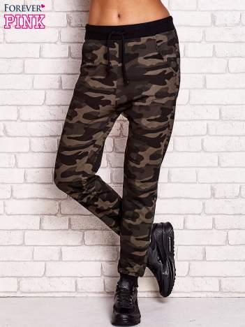 Spodnie dresowe z motywem moro zielone