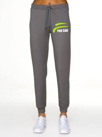 Spodnie dresowe z nadrukiem na udzie oliwkowe