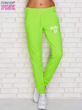 Spodnie dresowe z napisem WAKE UP fluo zielone
