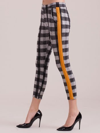 Spodnie w kratę z pomarańczowymi lampasami