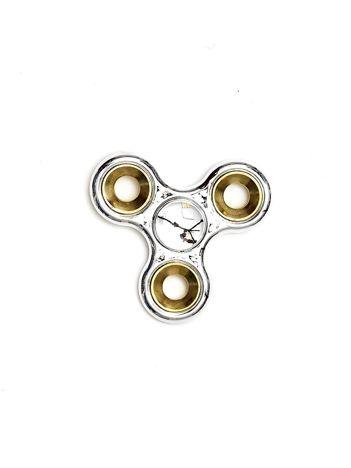 Srebrny metalowy fidget spinner ze złotymi kółkami