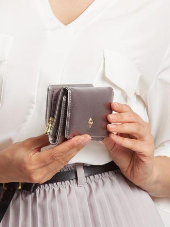 Srebrny portfel z ekoskóry