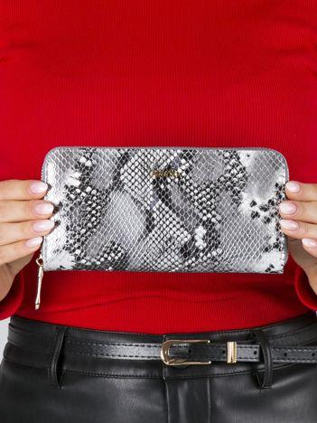 Srebrny skórzany portfel na suwak