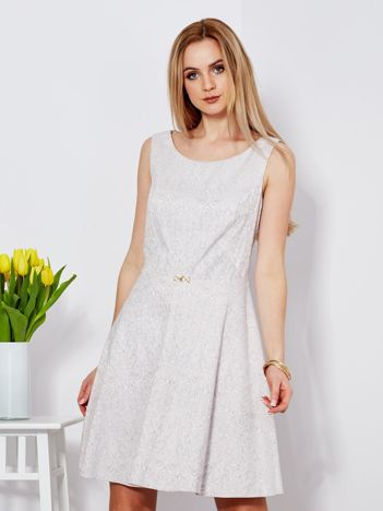 Sukienka beżowa w drobny ornamentowy wzór