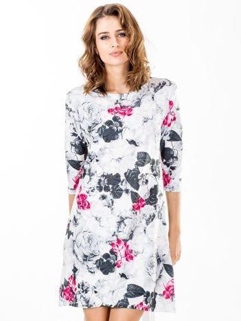 Sukienka biała oversize z motywem flower print
