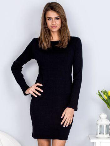 Sukienka czarna prążkowana ze sznurowanym dekoltem na plecach