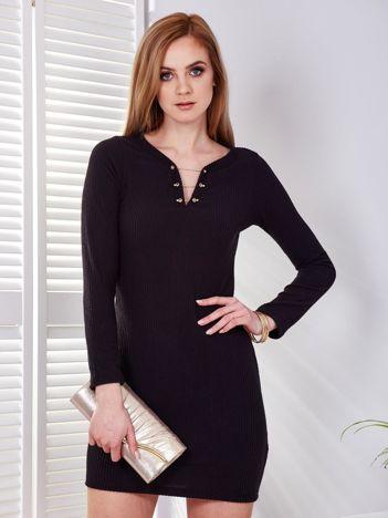 Sukienka czarna w prążek z ozdobnym wykończeniem dekoltu