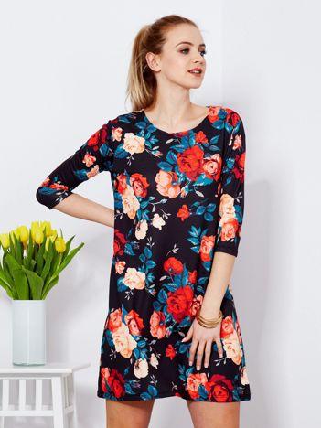 Sukienka czarna z kontrastowym kwiatowym wzorem
