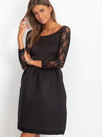 Sukienka czarna z koronkowymi rękawami