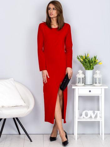 Sukienka czerwona maxi z rozcięciem