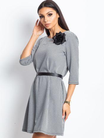 Sukienka damska z kwiatem czarna