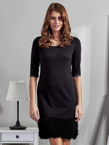 Sukienka damska z wykończeniem fluffy czarna
