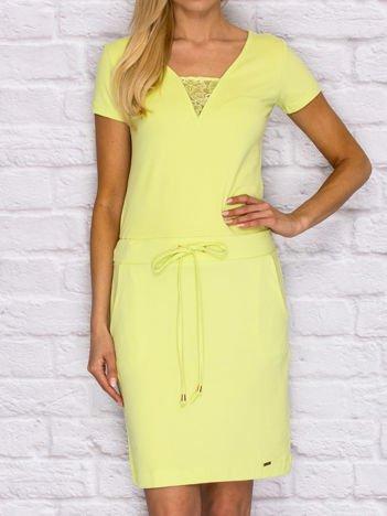 Sukienka dresowa z wiązaniem i koronkową wstawką limonkowa
