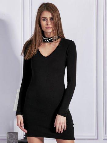 Sukienka dzianinowa z ozdobnym chokerem czarna