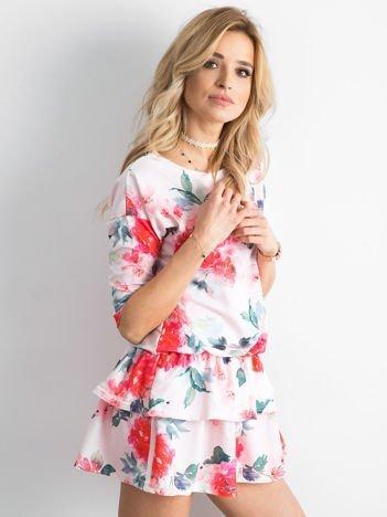 Sukienka jasnoróżowa w malarskie wzory