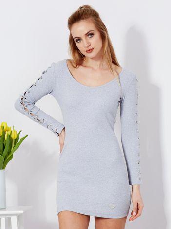 Sukienka jasnoszara z kółeczkami na rękawach