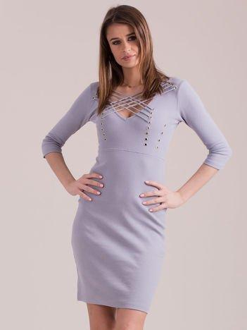 Sukienka jasnoszara ze sznurowaniem i kółeczkami