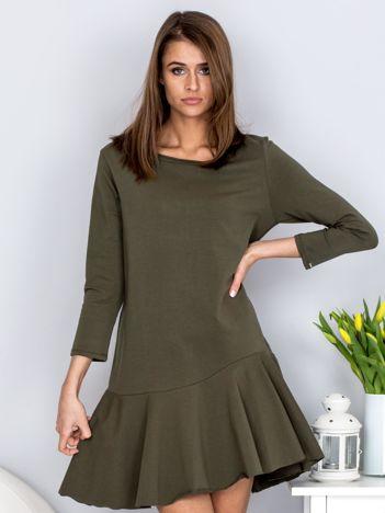 Sukienka khaki z szeroką falbaną i dekoltem łezką z tyłu