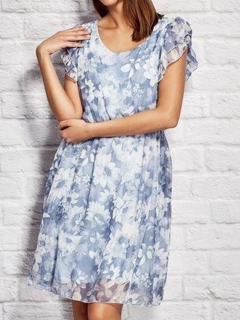Sukienka koktajlowa w delikatny kwiatowy wzór niebieska