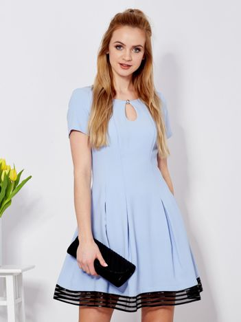Sukienka niebieska z wycięciem łezką