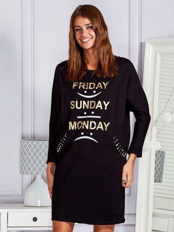 Sukienka oversize ze złotym nadrukiem i perełkami czarna