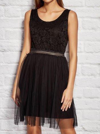 Sukienka wieczorowa z tiulową spódnicą czarna