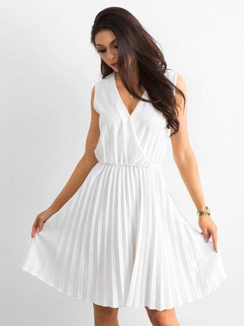 Sukienka z kopertowym dekoltem biała