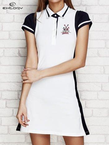 Sukienka z marynarską naszywką biała