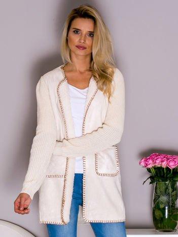 Sweter damski z zamszowym przodem ecru