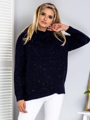 Sweter z kolorową nitką i golfem granatowy