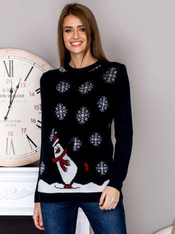 Świąteczny sweter damski z pingwinem i śniegiem granatowy