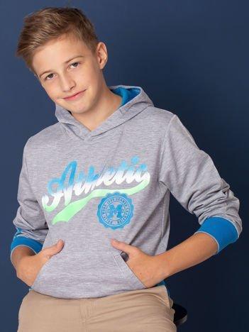 Szara bluza chłopięca ze sportowym nadrukiem